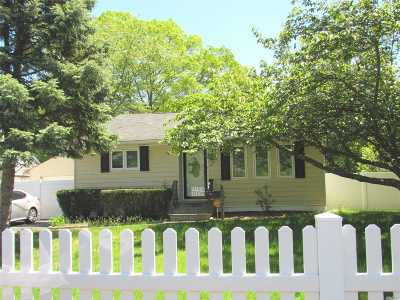 Bay Shore Single Family Home For Sale: 1139 Udall Rd