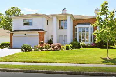 Commack Condo/Townhouse For Sale: 169 Country Club Dr