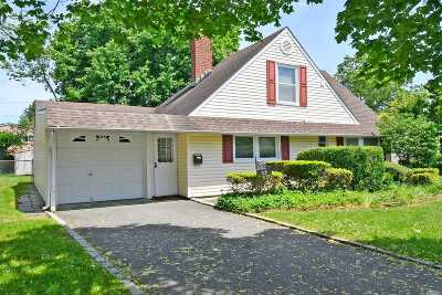Hicksville Single Family Home For Sale: 59 Wishing Ln