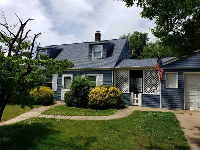 Levittown Single Family Home For Sale: 116 Jerusalem Ave