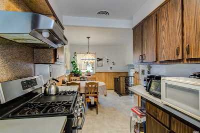 Hicksville Single Family Home For Sale: 6 Tobias St