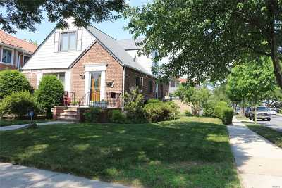 Fresh Meadows Single Family Home For Sale: 49-21 196th Pl