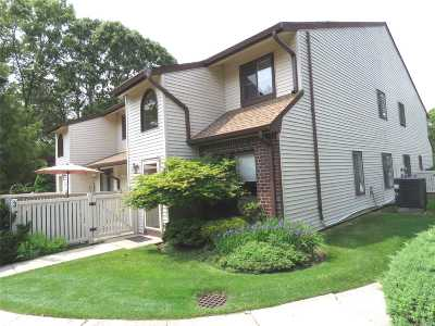 Coram Condo/Townhouse For Sale: 374 Clubhouse Ct