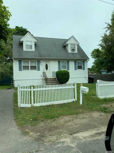 Bay Shore Single Family Home For Sale: 27 Oneill Ave