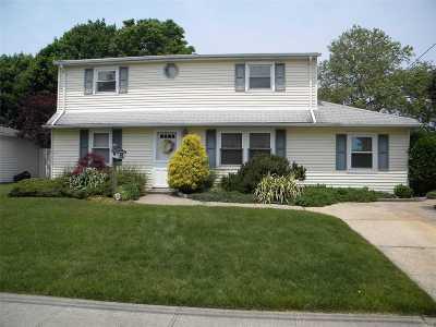 Massapequa Single Family Home For Sale: 12 Argyle Pl
