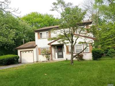Central Islip Single Family Home For Sale: 953 Bellmore Ave