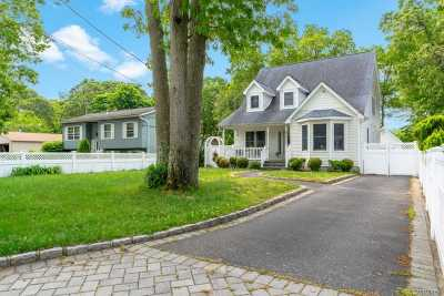 Patchogue Single Family Home For Sale: 58 N Mowbray St