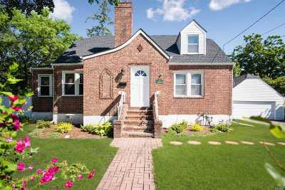 Single Family Home For Sale: 115 Dobson Ave