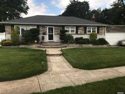 W. Hempstead Single Family Home For Sale: 500 Pinebrook Ct