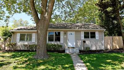 Bay Shore Single Family Home For Sale: 1422 Brooklyn Blvd