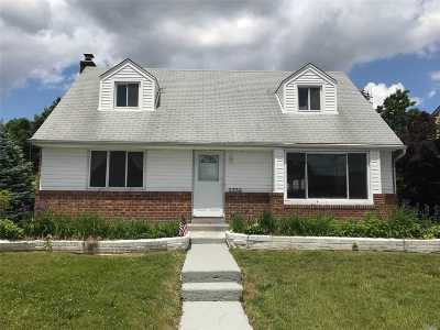 Levittown Single Family Home For Sale: 3935 Miller Pl