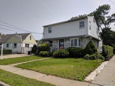 Uniondale Single Family Home For Sale: 860 James Pl