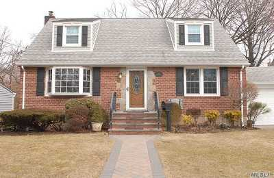 Floral Park Single Family Home For Sale: 137 Cypress St