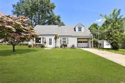 Levittown Single Family Home For Sale: 47 Green Ln