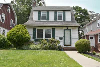 Bayside Single Family Home For Sale: 3638 211th St
