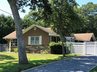 Moriches Single Family Home For Sale: 56 Crystal Beach Blvd