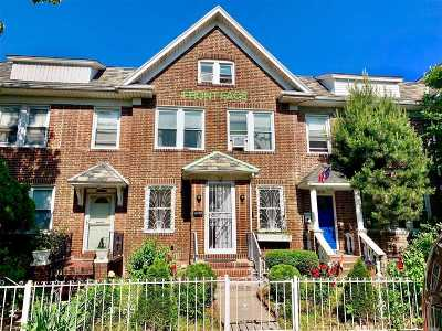 Jackson Heights Single Family Home For Sale: 3341 88th St