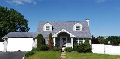Queens County, Nassau County Single Family Home For Sale: 174 Wickshire Dr