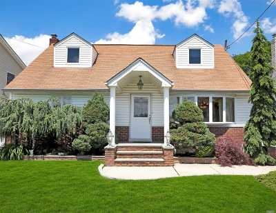 Franklin Square Single Family Home For Sale: 944 Cathedral Rd