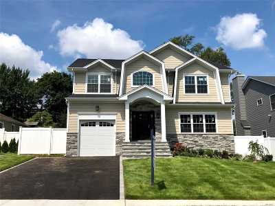 Syosset Single Family Home For Sale: 11 Willets Dr