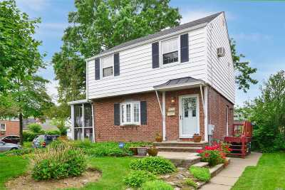 Fresh Meadows Single Family Home For Sale: 65-44 183 St