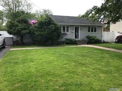 Blue Point Single Family Home For Sale: 4 Noble St
