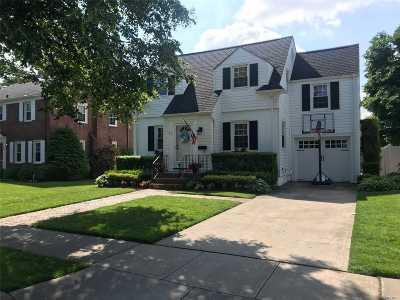 Hempstead Single Family Home For Sale: 32 Cynthia Ct
