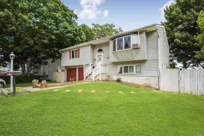 Brentwood Single Family Home For Sale: 27 Owens St