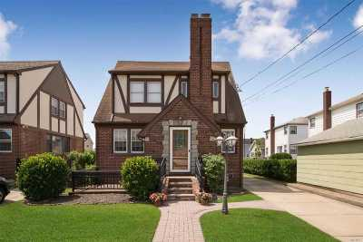Single Family Home For Sale: 67 Davis St