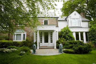 Great Neck Single Family Home For Sale: 2 Soundview Ln