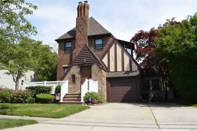 Lynbrook Single Family Home For Sale: 333 Bixley Heath