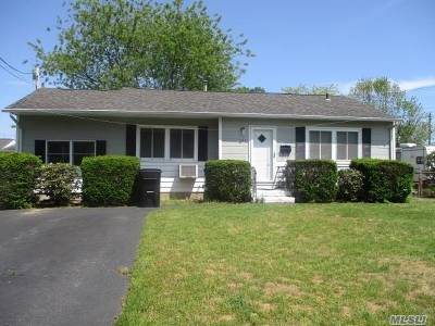 Bay Shore Single Family Home For Sale: 1005 Carll Dr