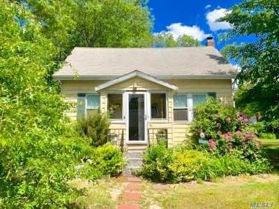 Patchogue Single Family Home For Sale: 35 Hamilton St