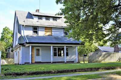 Hempstead Single Family Home For Sale: 100 E Graham Ave