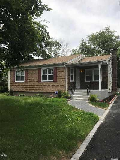 Amityville Single Family Home For Sale: 37 East St