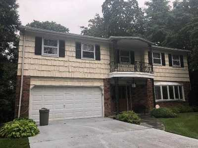 Great Neck Single Family Home For Sale: 4 Poplar Ct