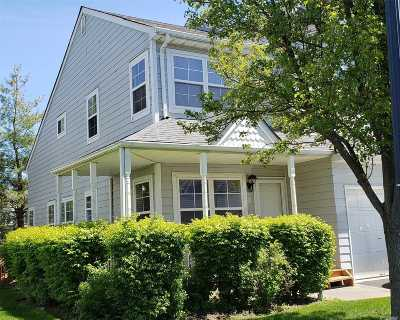 Central Islip Condo/Townhouse For Sale: 70 Pleasantview Dr