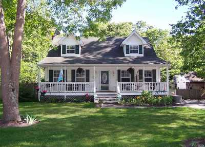 Mastic Single Family Home For Sale: 16 Sweetbriar Dr