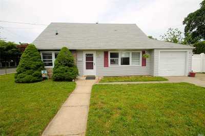 Merrick Single Family Home For Sale: 272 Bushwick Ave