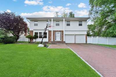 Plainview Single Family Home For Sale: 1 Howard Ct