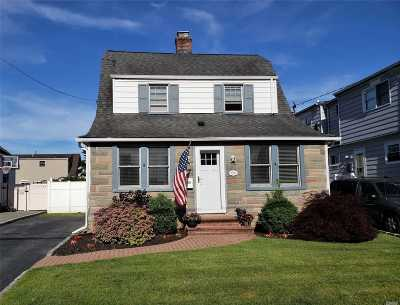 Wantagh Single Family Home For Sale: 2375 Riverside Dr