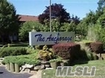 Copiague Condo/Townhouse For Sale: 219 Mariners Way