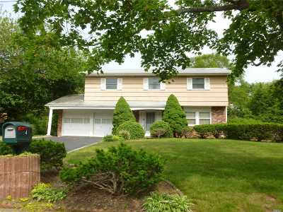 Smithtown Single Family Home For Sale: 4 Cresthill Pl