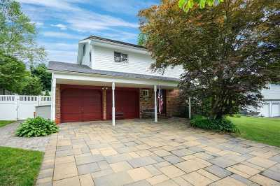 Smithtown Single Family Home For Sale: 19 Amherst Ln