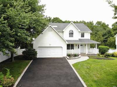 Commack Single Family Home For Sale: 28 Long House Way