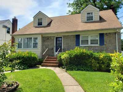 Lynbrook Single Family Home For Sale: 70 Piccadilly Dwns