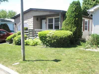 Manorville Condo/Townhouse For Sale: 5115 Village Circle E