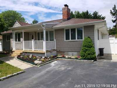 Smithtown Single Family Home For Sale: 17 Hofstra Dr