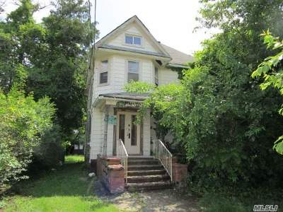 Freeport Single Family Home For Sale: 47 East Ave