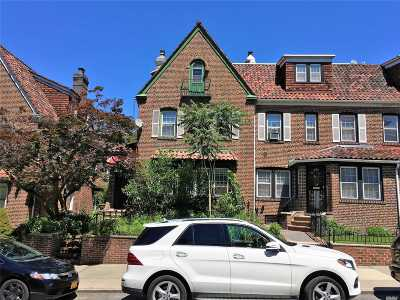Jackson Heights Single Family Home For Sale: 3437 75th St